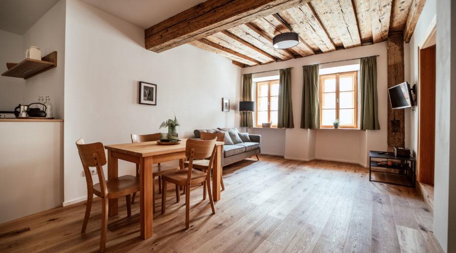 106 Wohn Holzdecke